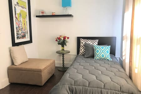 MODERN COZY BEDROOM NEAR THE BEACH - North Miami Beach