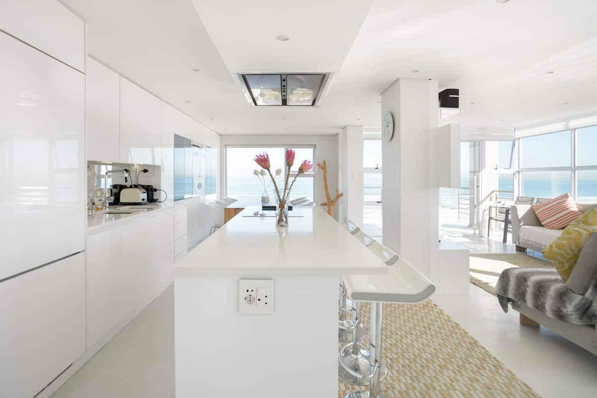 Designer Flat with Scenic Ocean & Mountain View's