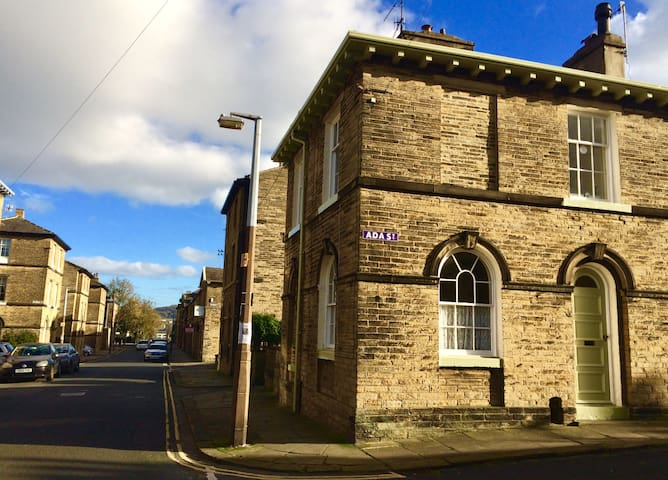 Charming Room in the Heart of Saltaire Village