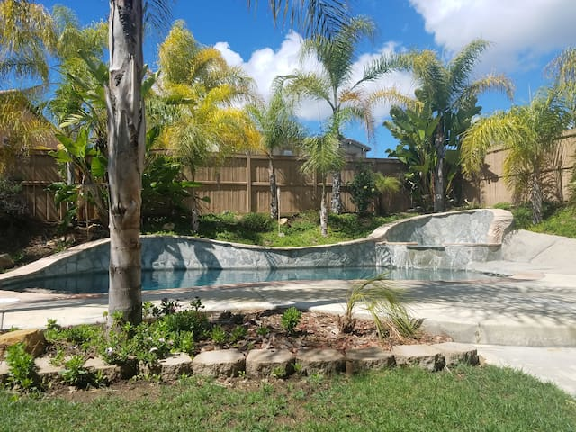 Grander Tradition/Intimate tropical wedding venue!
