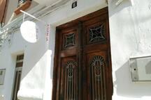 casa del 1918 por fuera , y por dentro completamente renovada