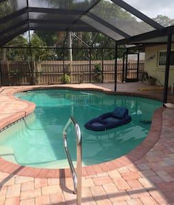 Georgeous 3 bed/2 bath w/priv. pool near Siesta K! - Sarasota