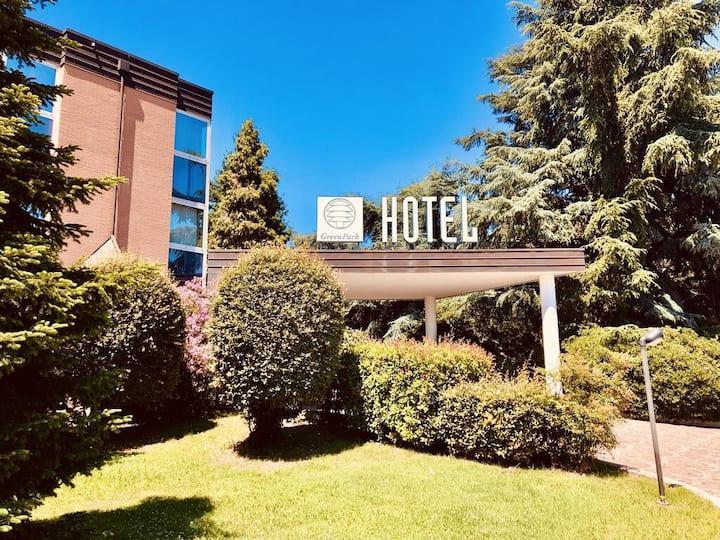 Hotel 4**** immerso nel verde vicino BolognaFiere