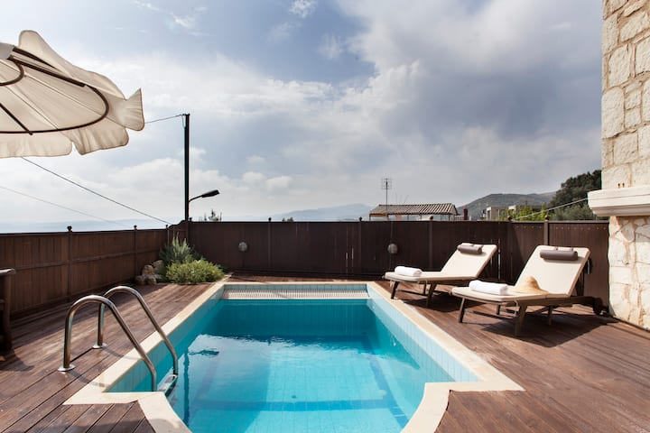 Green Villa with pool middle Crete