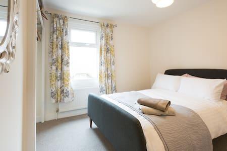 Comfortable room in village cottage - Eynsham