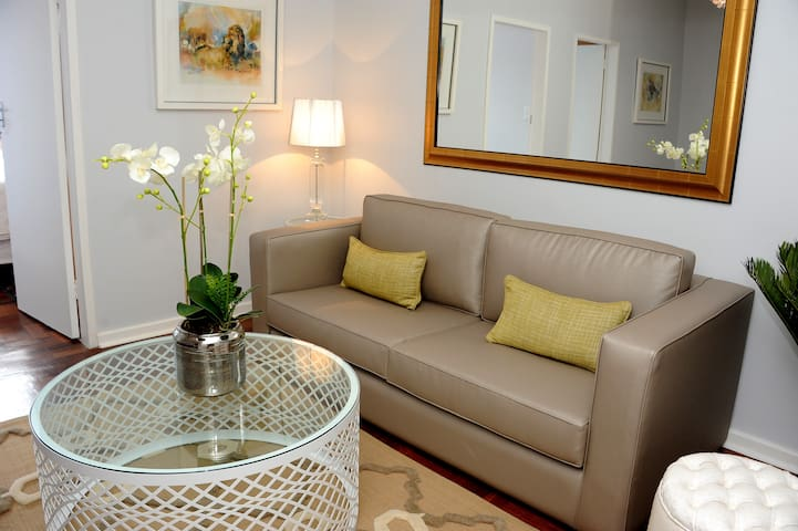 Quaint Rosebank Apartment