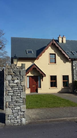 Beaufort Kerry- beautiful house with stunning view