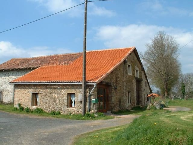 S/C accommodation in converted barn - Chéronnac