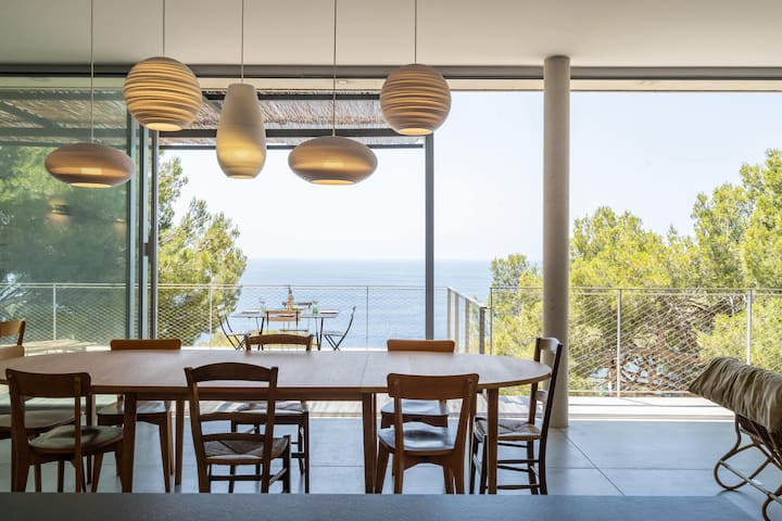 Villa en front de mer avec accès aux calanques