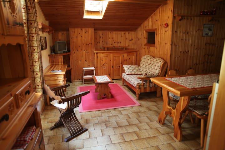 Grazioso appartamento mansardato - Fontainemore - Pis
