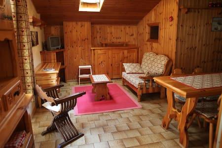 Grazioso appartamento mansardato - Fontainemore