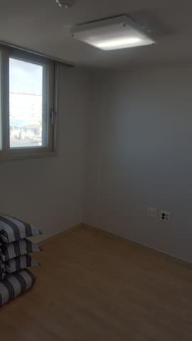 3번째 침실입니다. 역시 같은 조건으로 준비되어있습니다.