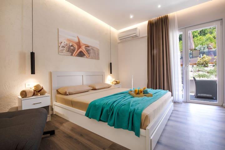Akalli Luxury Studios-Sand Family Room
