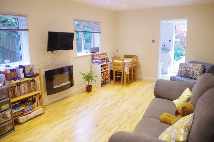 Private apartment near Bideford in modern house.