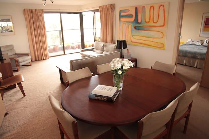 Bright City Apt in Glorious Locale - Adelaide - Apartment