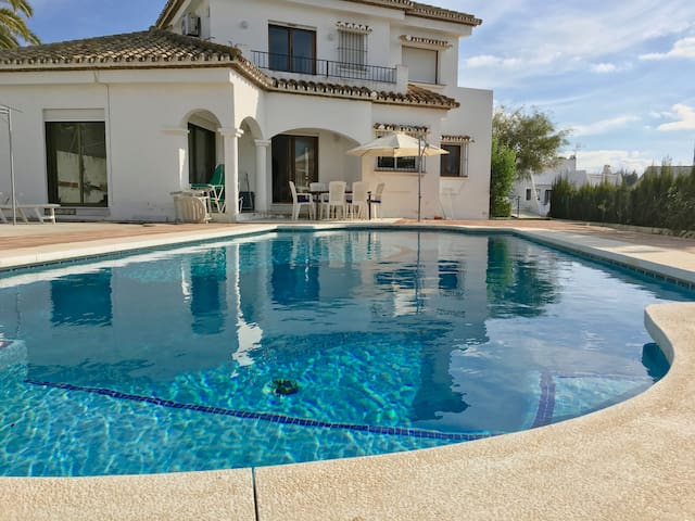 Sunny 3 bedroom villa & private pool near Marbella - Marbella - Hus