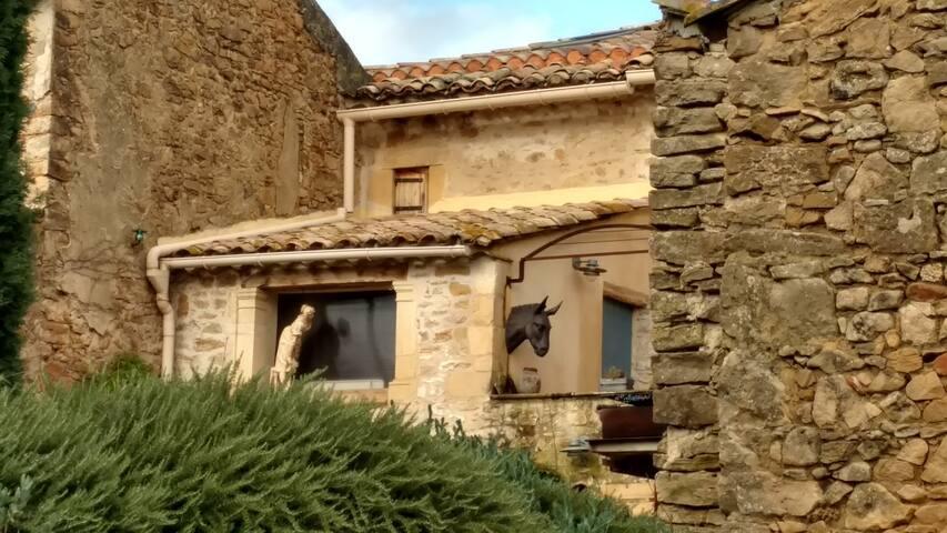 Vue sur la maison côté ouest