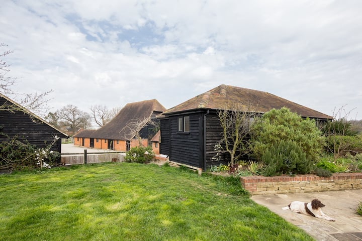 Keeper's Lodge, Ockham Surrey, quiet farm location