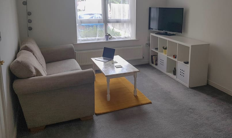 Comfortable modern 1 bed flat with parking