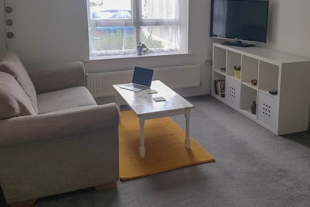 Comfortable stylish modern 1 bed flat with parking
