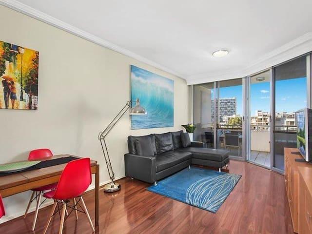 Queen size bedroom with ensuite in trendy Redfern - Waterloo - Apartment