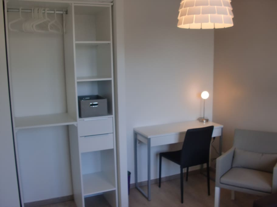 chambre meublee proche centre ville houses for rent in. Black Bedroom Furniture Sets. Home Design Ideas