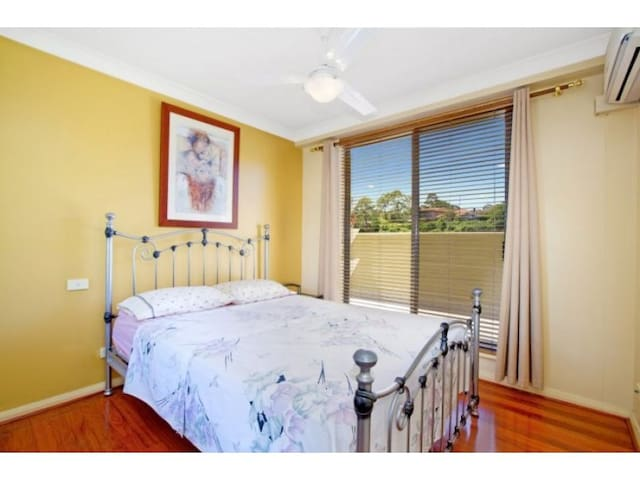 Master bedroom 15 minutes to center - Wollstonecraft