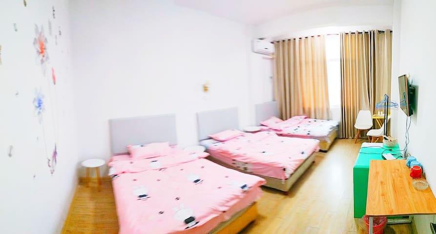 四室一厅其中三床间