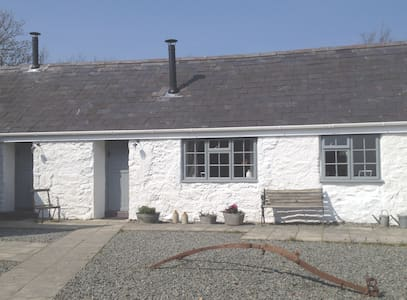 Gwyllt Cottages | Bwthyn Sian - 2 Double Rooms - Llangaffo