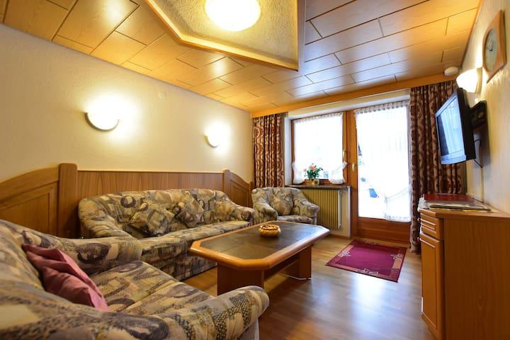 Schwarzwaldhaus Simmelehof, (Lenzkirch), Ferienwohnung Hirsch, 100qm, 3 Schlafzimmer, max. 6 Personen