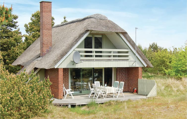 Holiday cottage with 3 bedrooms on 96 m² in Blåvand