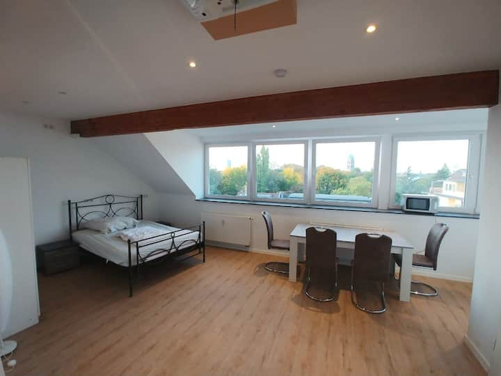 Penthouse with balcony Am Wehrhahn 38
