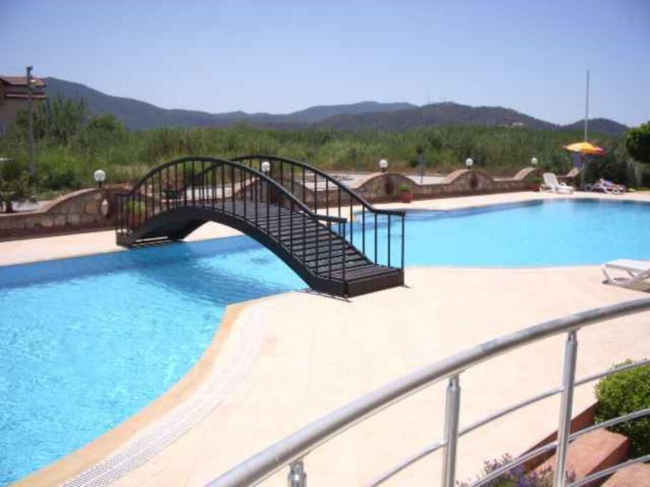 Большой бассейн + детский бассейн( огорожен ) Big pool + secured kids pool