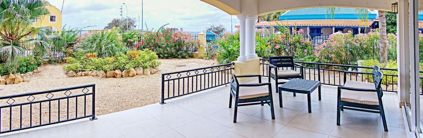 Charming Oceanfront apartment, great location