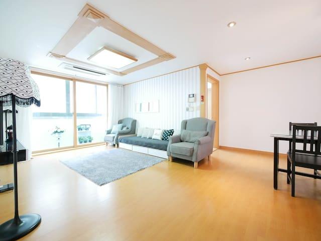 [Hongdae] Clean house w/4BR+3Bath♡Free Wifi