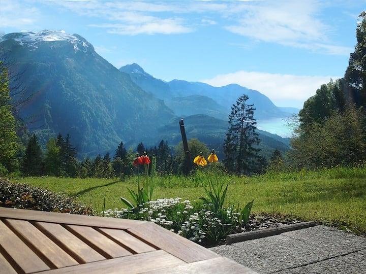 Traumhafte Aussicht mit Garten