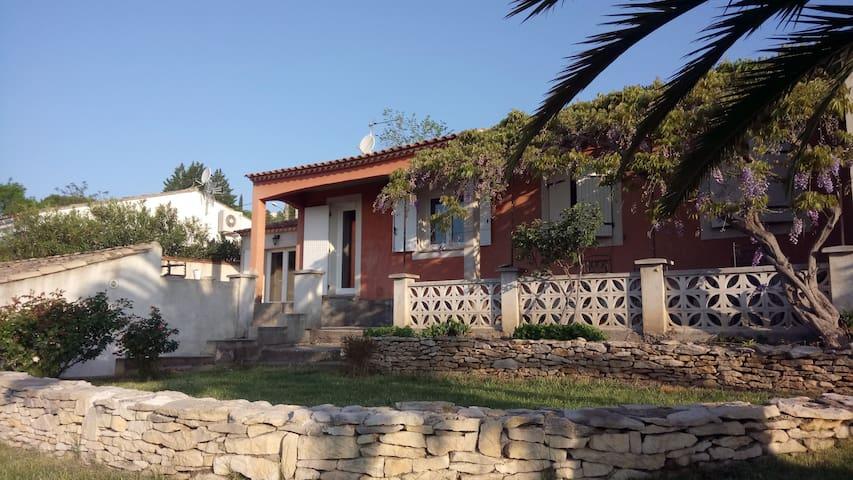 Charmante villa terrasse ombragée - Montfrin - Maison