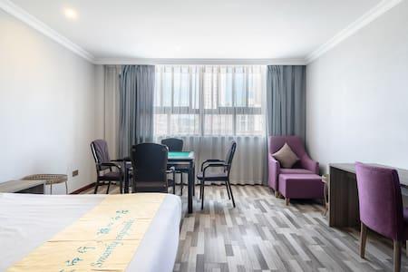 索性酒店大足石刻龙水湖豪华机麻大床房