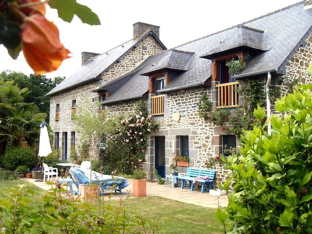 Chambres d'Hôtes  Petites Chapelles - Saint-Pierre-de-Plesguen - ที่พักพร้อมอาหารเช้า