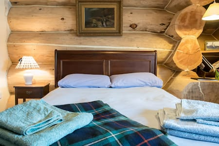 Log home.Cosy double or whole house - Carlisle