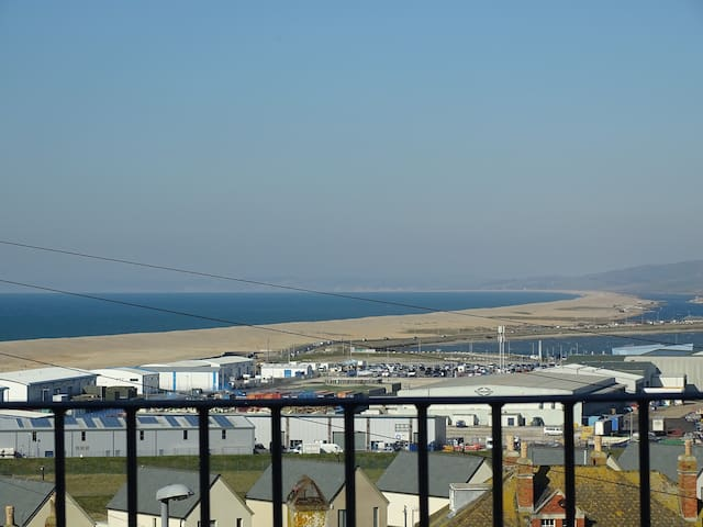 Lovely Home with great views over Chesil Beach