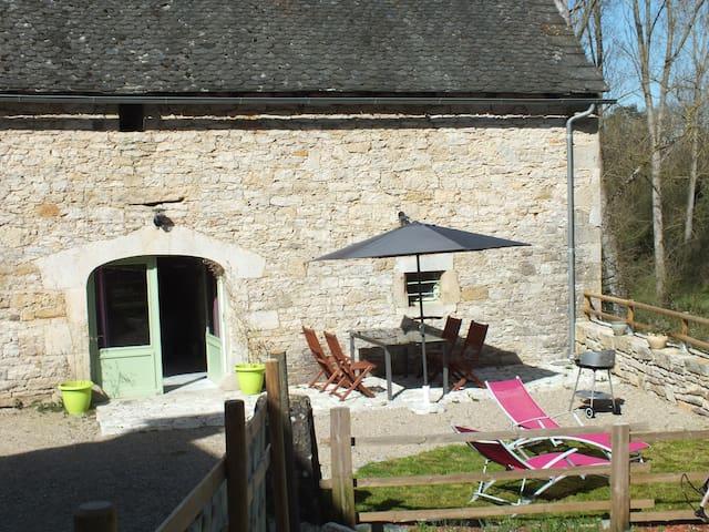 corps de ferme rénové entre Bozouls et  Rodez