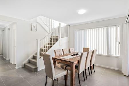 New Large House near Uni,Tafe & Penrith
