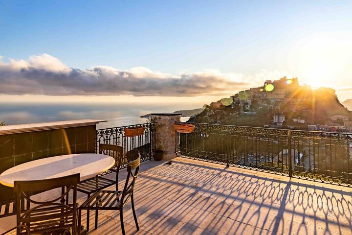 Loft avec vue sur Eze Village & Méditerranée