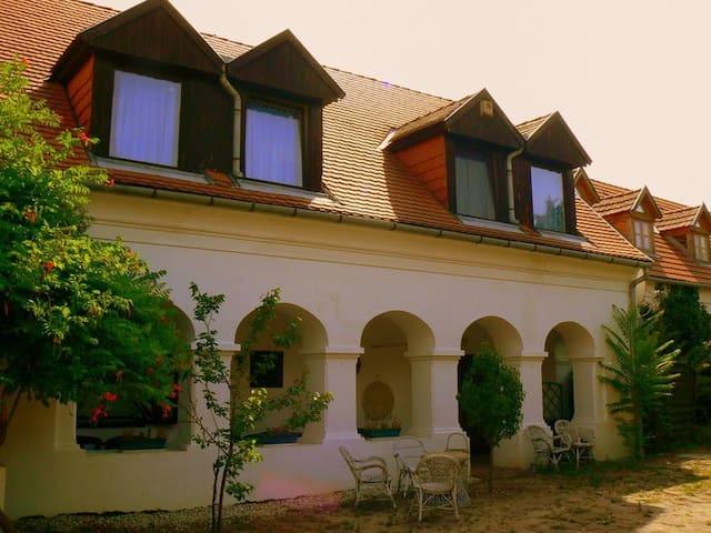 Theodora-kert Vendégház - Kővágóörs  - Casa
