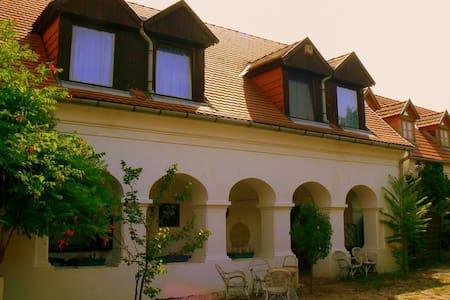 Theodora-kert Vendégház - Kővágóörs