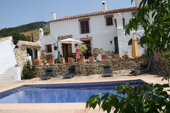 Traditional Andalucian  Farmhouse with pool - Málaga - Huis