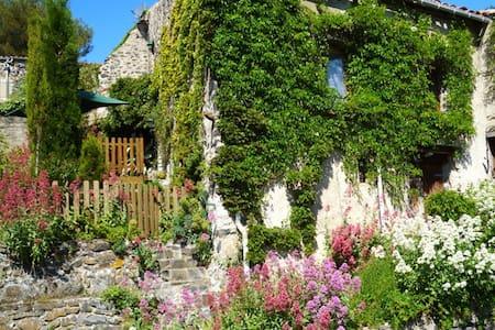 L'Ecurie picturesque gite in France - Vira