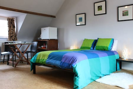 Spacious and sunny room for 2. - Bruges - Penzion (B&B)