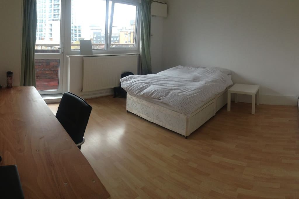 Giant room for  real!!  FAST FIBER INTERNET. Big window and balcony door all brand new double glazing.